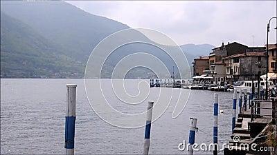 bok av poesi i staden av Lovere på sjön Iseo, Italien arkivfilmer
