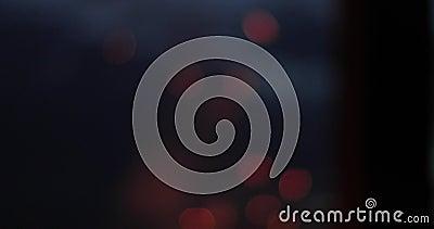 Bokeh luminoso ed ardente dalle scintille di un fuoco su un fondo nero archivi video
