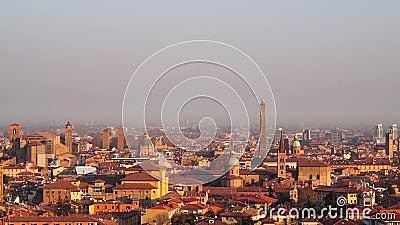Bologna, Italië 07 Januari 2019: Weergeven van Bologna de stad in tijdens een zonnige dag stock footage