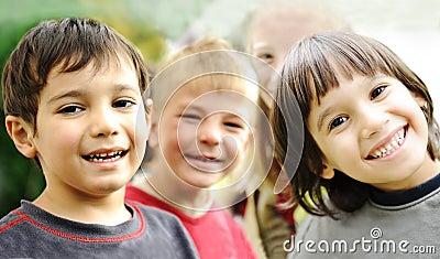 Bonheur sans limite, enfants heureux