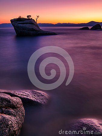 Free Bonsai Rock, Lake Tahoe Royalty Free Stock Photography - 103372407
