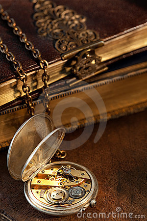Free Books And Antique Pocket Watch Stock Photos - 15553423