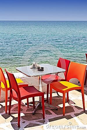Bord de la mer mangeant la table