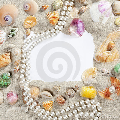 Free Border Frame Summer Beach Shell Pearl Necklace Royalty Free Stock Photos - 20039408