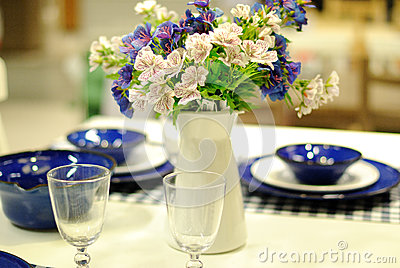 Bordlägga uppsättningen för ett händelseparti- eller bröllopmottagande
