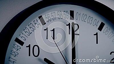 Borduhr auf der Wand stock video footage