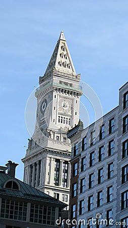Boston-Gebäude und Grenzstein