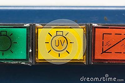 Botones en la cabina de seguridad vieja