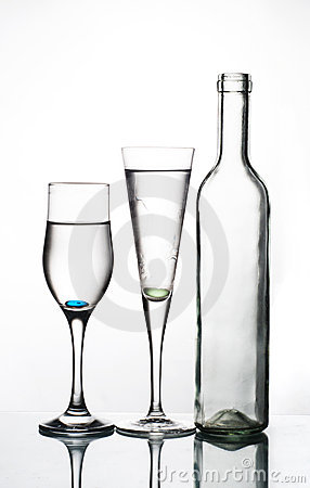 Free Bottle And Two Glasses Royalty Free Stock Images - 14909579
