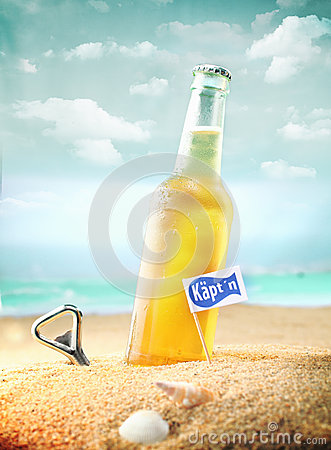 Free Bottle Of Chilled Beer Stock Image - 30552711