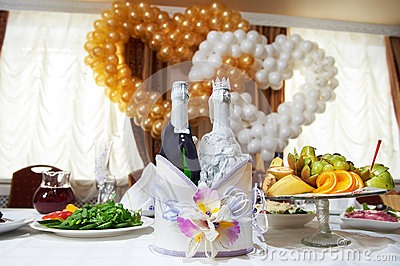 Bottles vine in the costumes of groom and bride