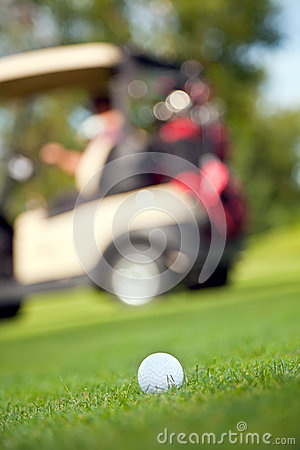 Boule de golf sur le fairway