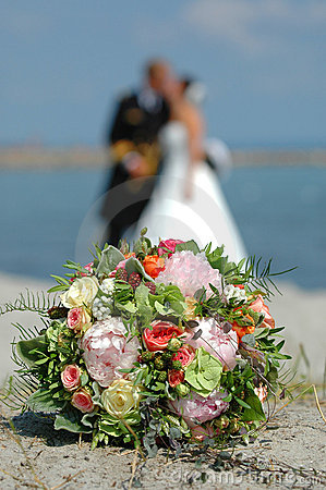 Free Bouquet, Bride And Groom Royalty Free Stock Photos - 1260368