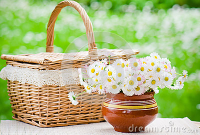 A bouquet of daisies in pot on the table for a picnic