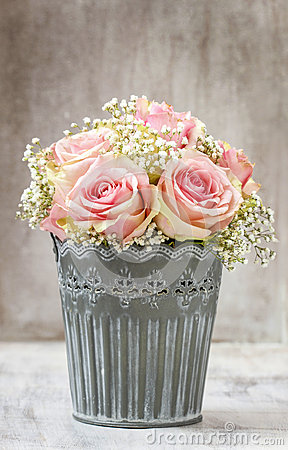 Free Bouquet Of Pink Roses Royalty Free Stock Photos - 39003348