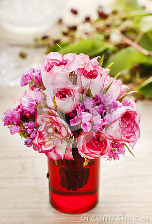 Free Bouquet Of Pink Roses Royalty Free Stock Photos - 43244648