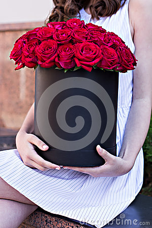 Free Bouquet Of Red Roses In A Box Royalty Free Stock Images - 65774069