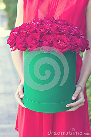 Free Bouquet Of Red Roses In A Box Royalty Free Stock Image - 66389026