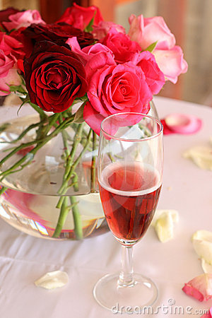 Free Bouquet Of Roses And Glass Of Champagne Stock Image - 8801741