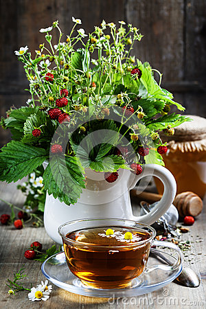 Free Bouquet Of Wild Strawberry With Herbal Tea And Honey Stock Photography - 43427862