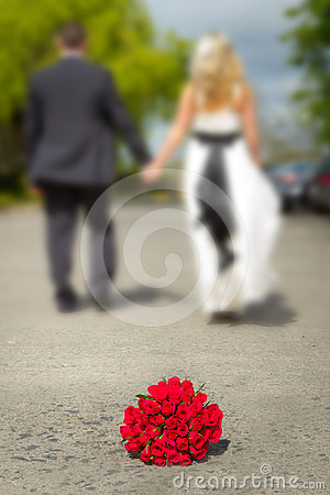 Bouquet of red roses with married couple
