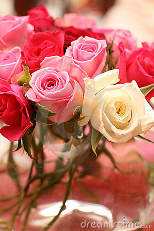 Bouquet of roses at the wedding