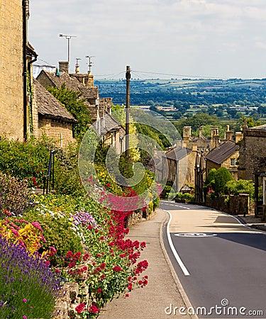 Bourton-em--Monte da vila de Cotswolds, Reino Unido