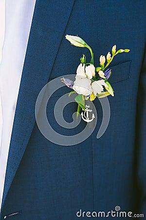 boutonniere sur le costume du jeune mari photo stock. Black Bedroom Furniture Sets. Home Design Ideas
