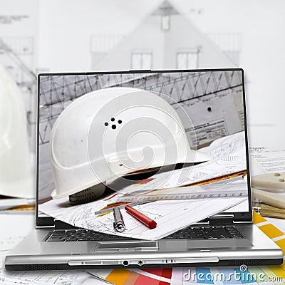 Bouwvakker, huisplannen en laptop