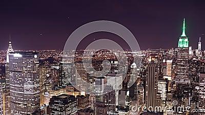 Bovenkant van de tijdspanne van de het panorama4k tijd van de rotsnacht van de stad van New York stock video