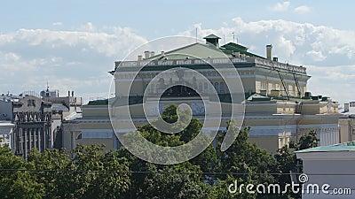 Bovenkant van het theater van Alexander in de zomer - St. Petersburg, Rusland stock footage