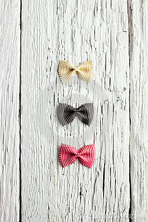 Free Bow Tie Pasta On Wood Royalty Free Stock Photography - 34960617