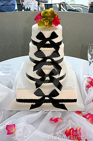 Free Bow Tie Wedding Cake Stock Photo - 6070770