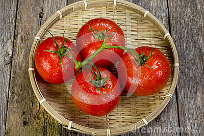 Bowl of fresh tomatoes