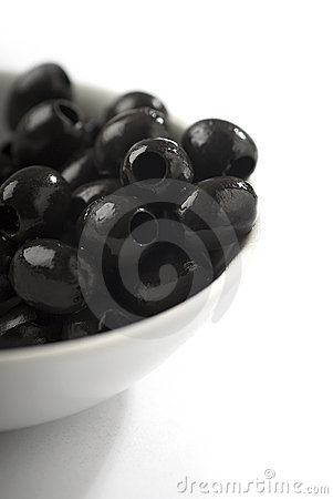 Free Bowl Of Black Pitted Olives Royalty Free Stock Image - 7115256