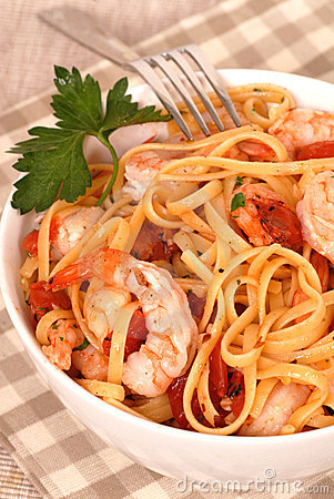Free Bowl Of Linguine With Shrimp Royalty Free Stock Images - 2399059