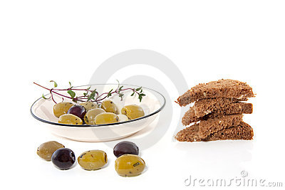 Bowl with olives with toast