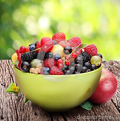 Free Bowl With A Variety Of Berries Stock Images - 26185024