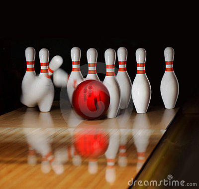 Free Bowling Royalty Free Stock Image - 17272456