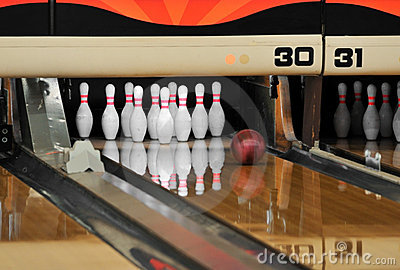 Bowling - Ball reaching Pins