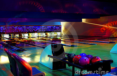 Bowling cosmic