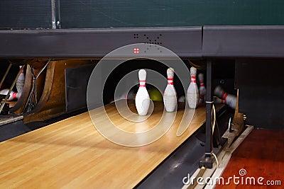 Bowling lane and skittles