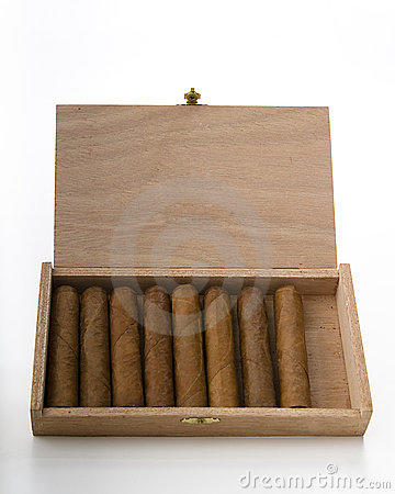 Free Box Of Cigar Royalty Free Stock Photos - 18573008