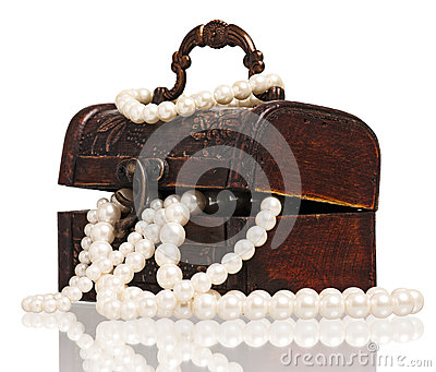 Box with pearl