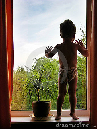 Free Boy And Window Stock Photography - 402672