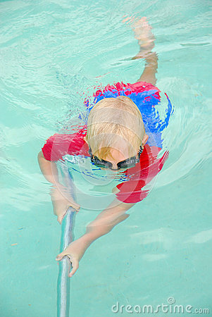 Free Boy Cleaning Swimming Pool Royalty Free Stock Photo - 30013605