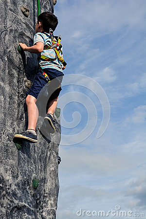 Free Boy Climbing Wall Outdoors Stock Photography - 56693832