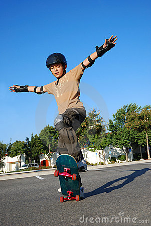 Free Boy Doing Stunts On Skateboard Stock Images - 7449544