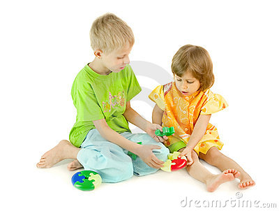 The boy helps the girl to collect a puzzle