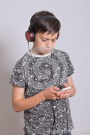 Free Boy Listening To Music Royalty Free Stock Photos - 100342098